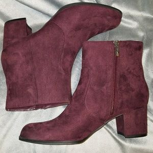 Unisa size 9 burgundy ankle boot, nwot